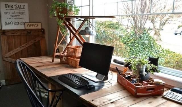 Elegant DIY base Computer Table