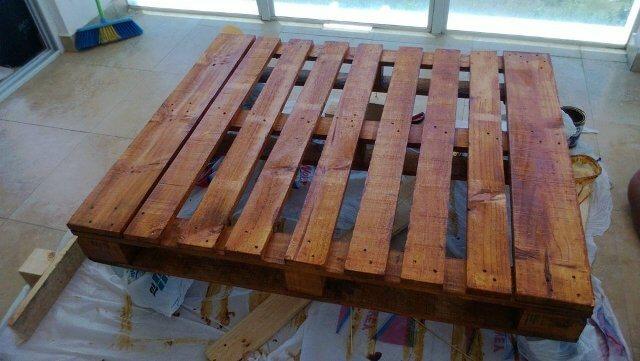 DIY: Pallet Living Room Table