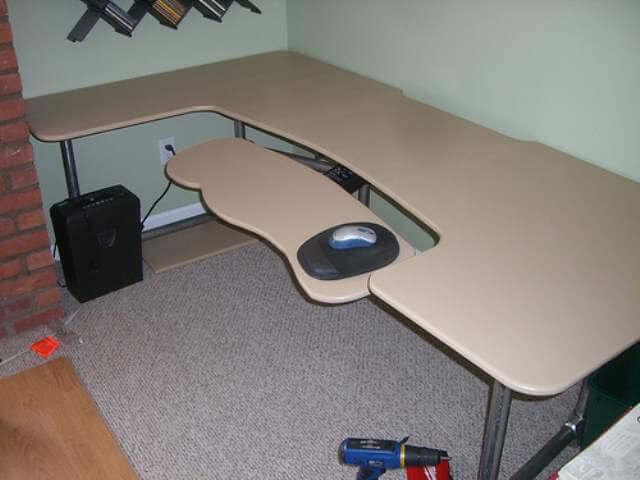 simple DIY computer Desk