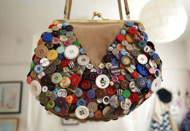 DIY hand bag decoration with buttons