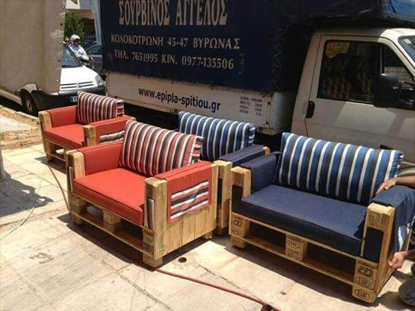 outdoor sofa made of pallets