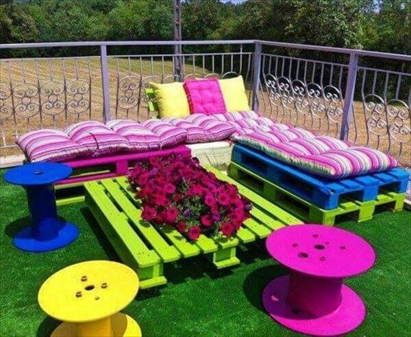 recycled pallet patio sofa