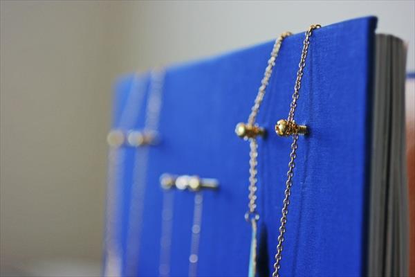 diy  hardcover necklace