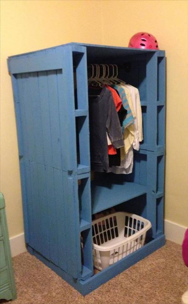 pallet-closet-pallet-wardrobe